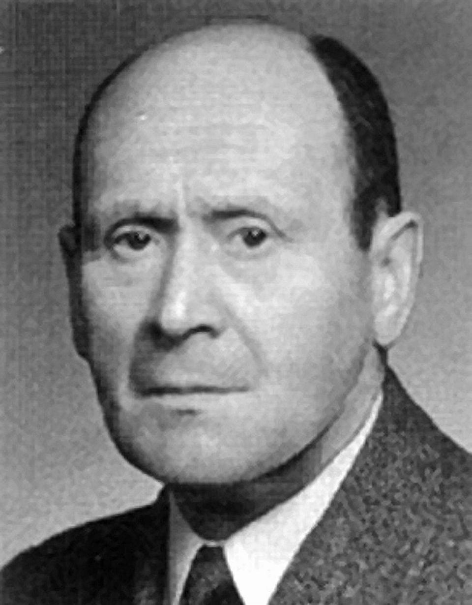 Dr Józef Lustgarten popowrocie dokraju zzesłania; źródło: wikipasy.pl