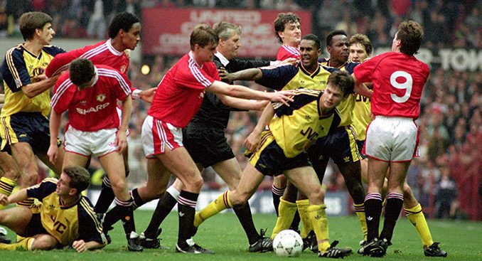 Soccer – League Division One – Manchester United v Arsenal